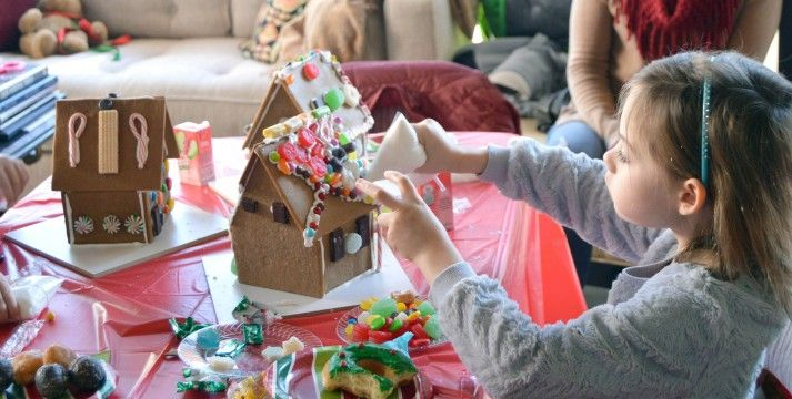 gingerbread-house-featured-image-2-713x360.jpg